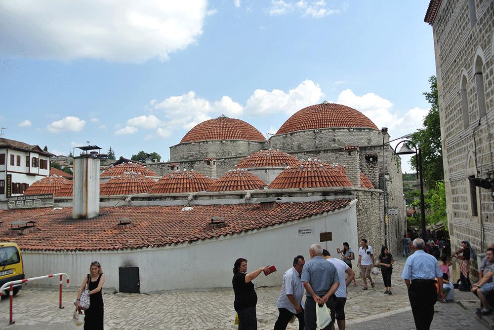 Merkezdeki Camii