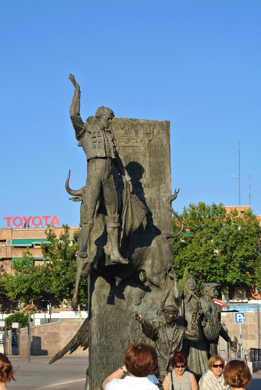 Arena meydanındaki Matador Heykeli