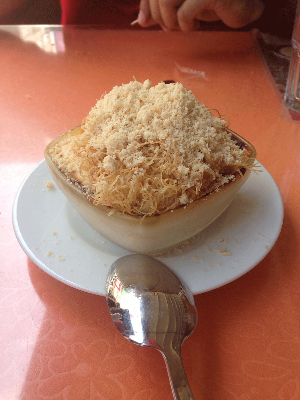 Bomba isimli tatlıları, sütlaç kadayıf ve fındıktan oluşuyor :p