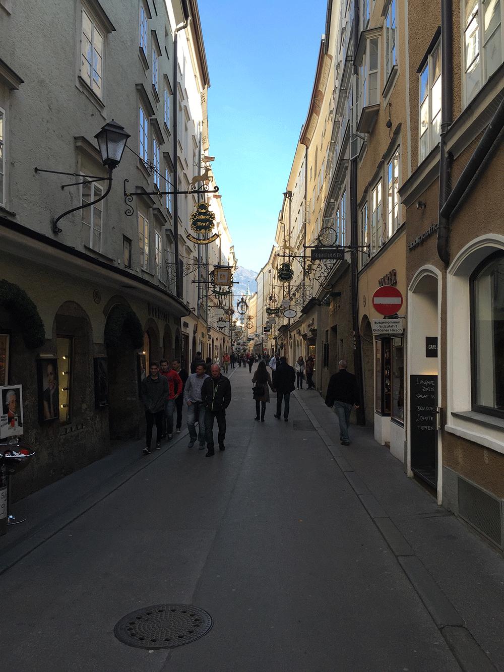 Gatreidegasse Caddesi, tabelalara dikkat