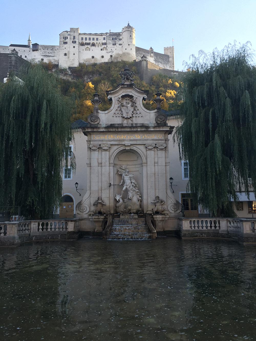 Yukarda Salzburg Kalesi