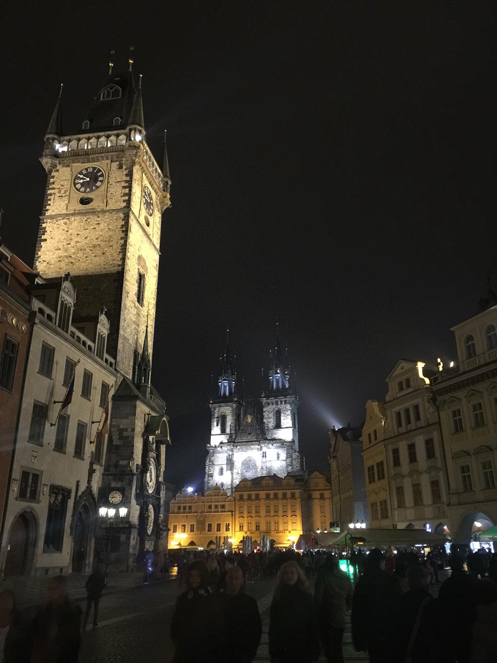 Prag'ın gece aydınlatmaları çok güzel