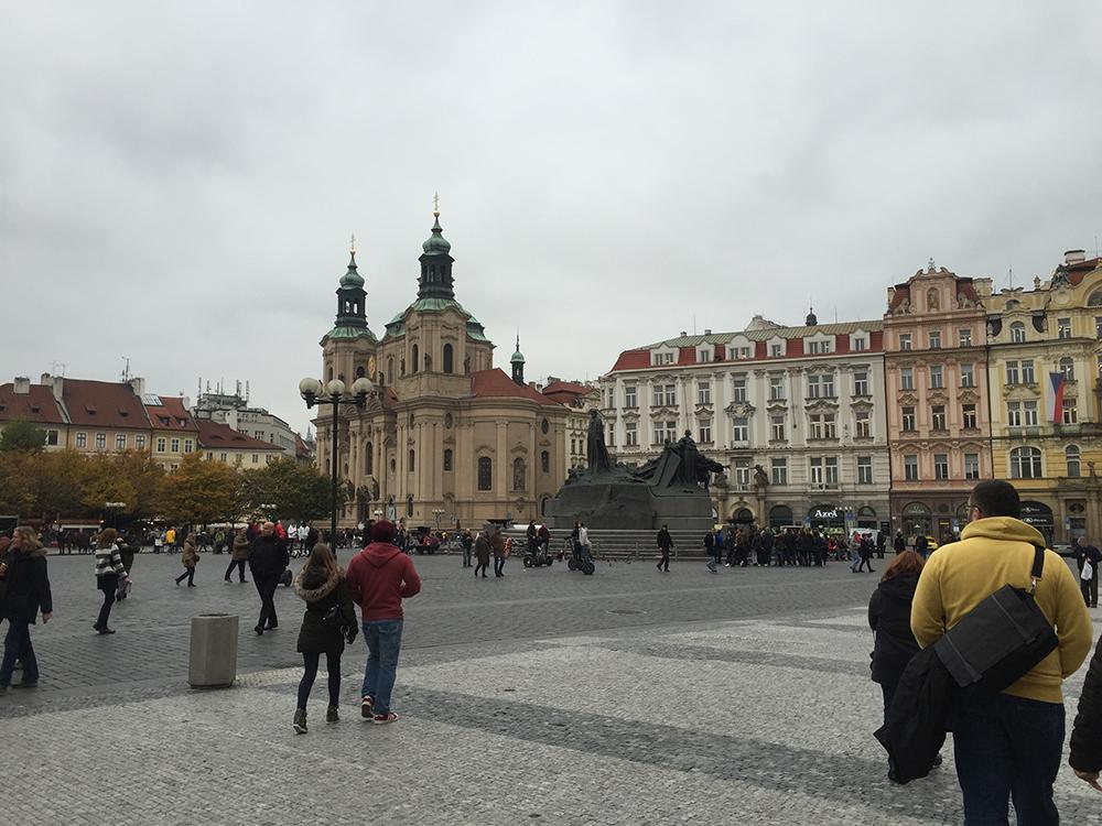 Anıt ve Kilise