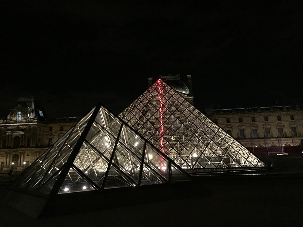Gece Louvre Müzesi