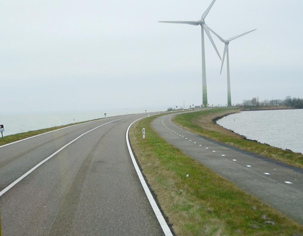 Marken'i karaya bağlayan yol