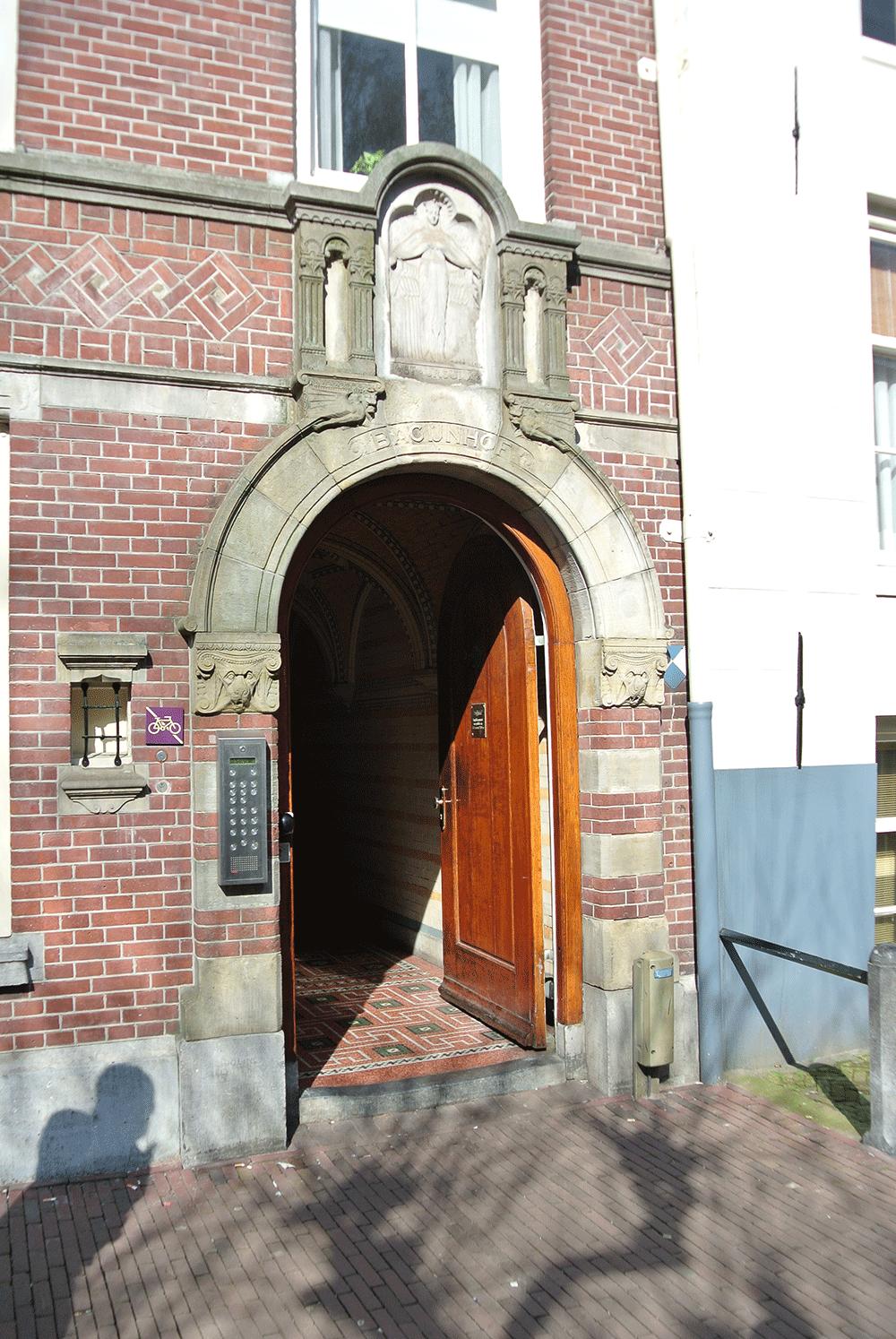 Begijnhof giriş kapısı