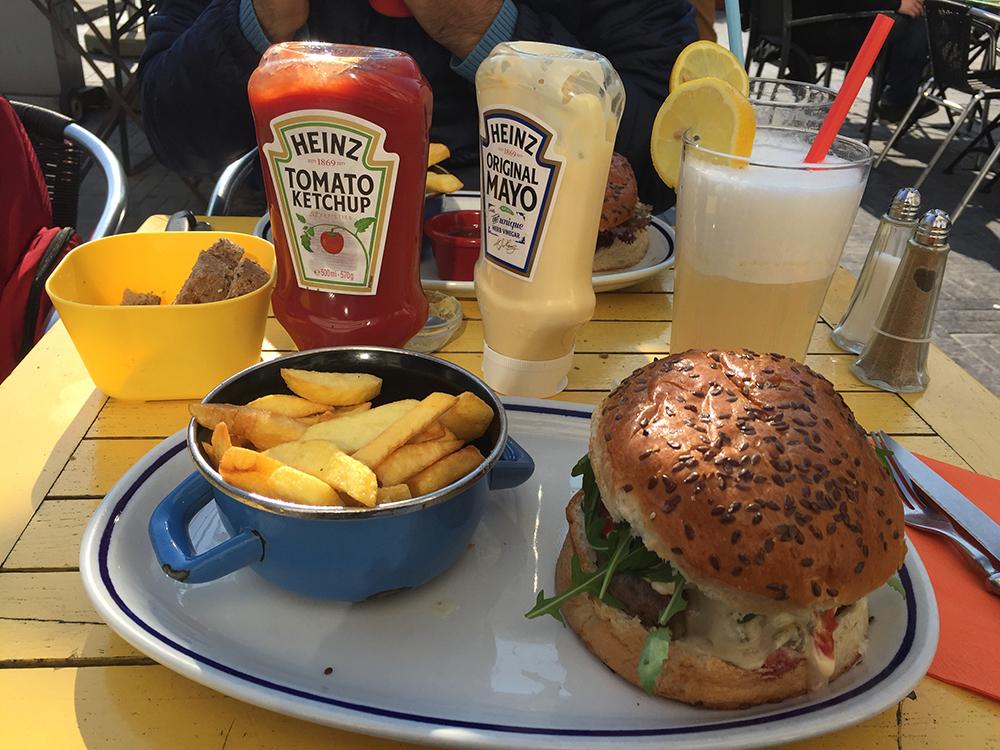 Benim nefis Houtsiplou burgerim :)
