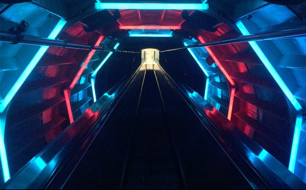 Atomium küreler arası yürüyen merdiven