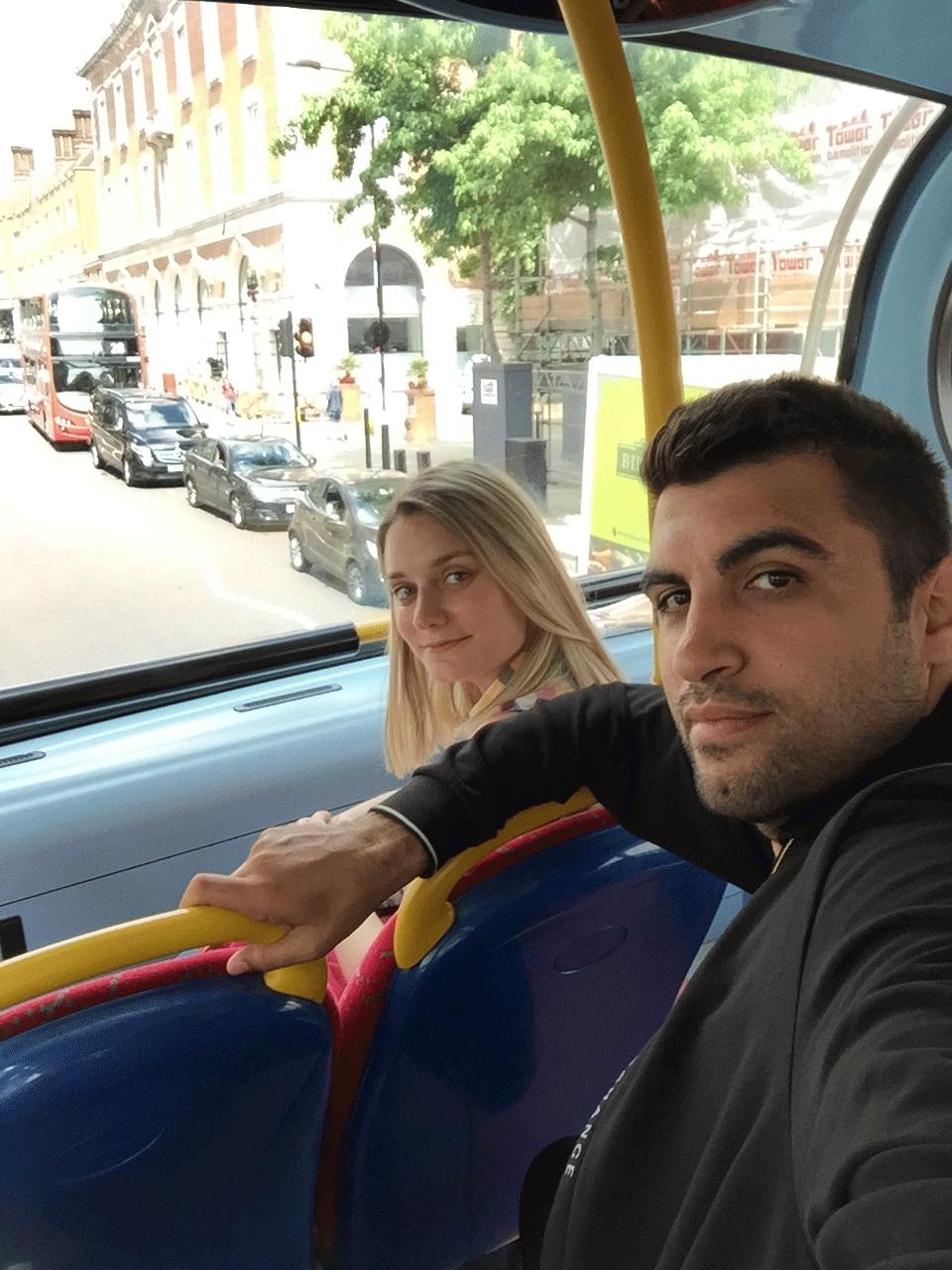 İki katlı kırmızı otobüslerin üst katı :)