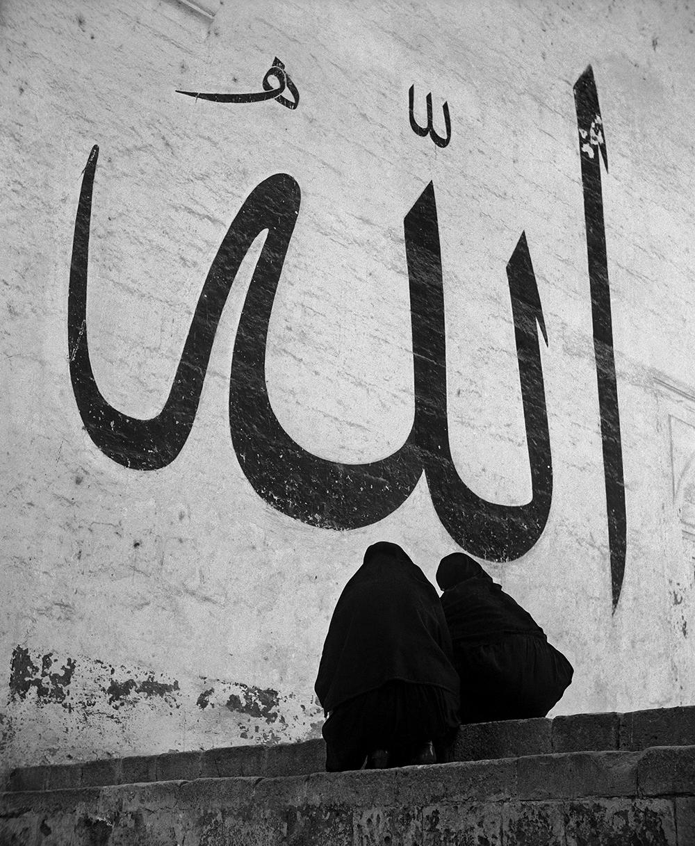 Ara Güler'in 'Kadın ve Allah' fotoğrafı