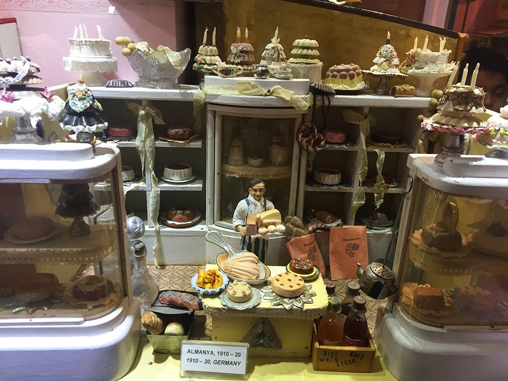Almanlar her mesleğe ait minyatür oyuncaklar yapmışlar, müzede en hayran olduğumuz oyuncaklar bunlar oldu.