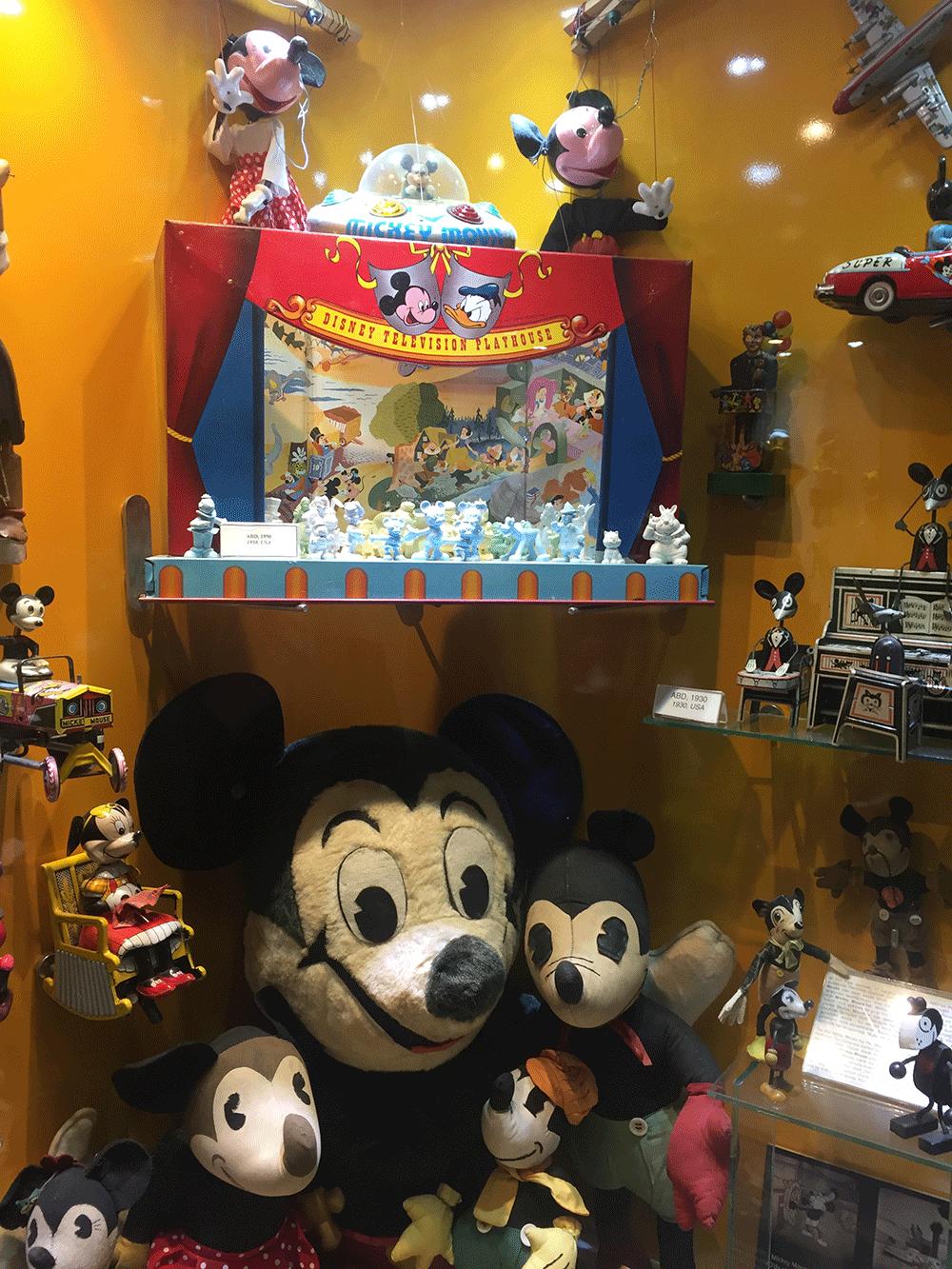 Mickey Mouse nerdeen nereye :)