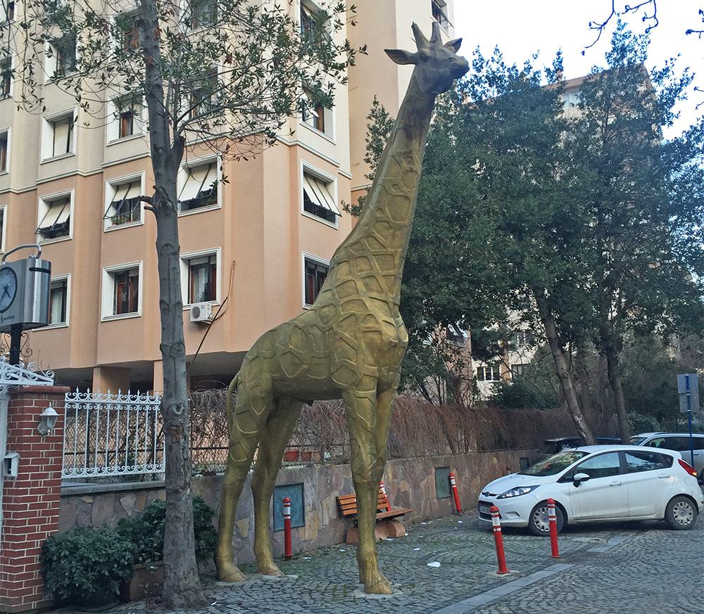 Müze girişinde sizleri zürafalar karşılıyor :)