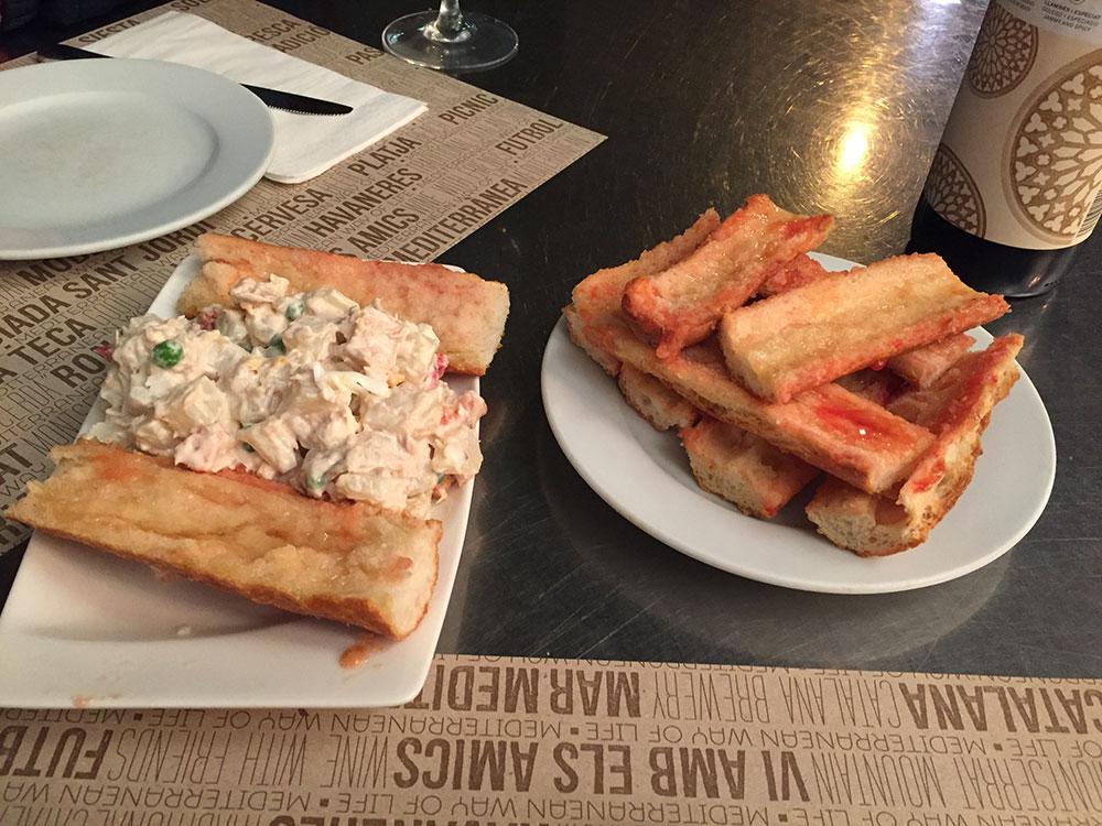 Rus Salatası ve Domatesli Ekmek