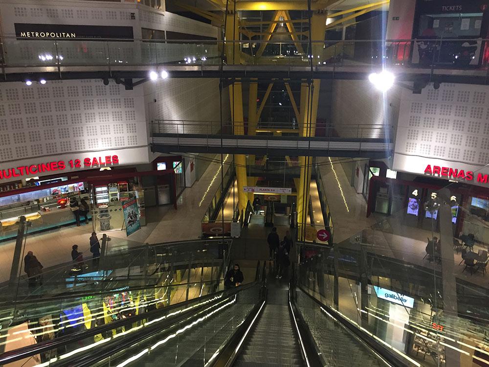 Dışarıda asansöre para vermeyin, içerideki merdivenlerle terasa çıkış ücretsiz.